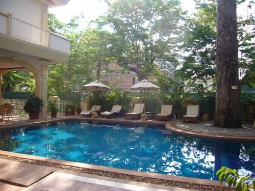 Hotelpool Siem Reap Vietnam Rundreise