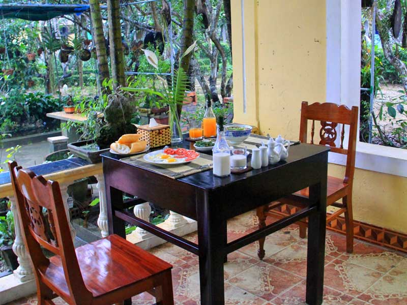 Frühstück in der Kaiserstadt Hue Vietnam