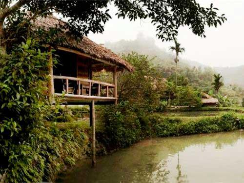 Die idyllisch an einem kleinen Teich gelegene Eco-Lodge in Pu Luong